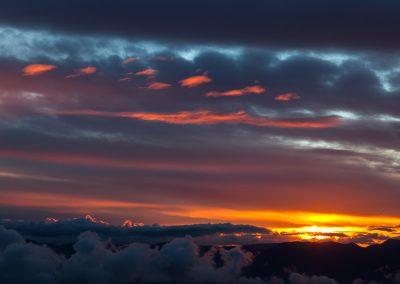 Nubi adagiate al tramonto
